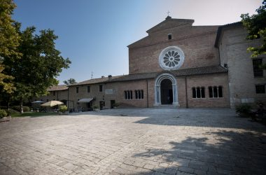 Abbazia di Fiastra, parco naturale e monastero